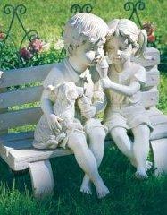 Скуьптура з монтажної піни дівчинка і хлопчик